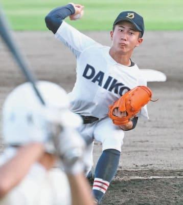【上野丘―大分工】6回表に投球する大分工の日高翔太。初回に失点したが、2回以降は安定した投球で勝利に貢献した