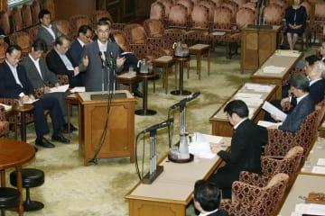 参院政治倫理・選挙制度特別委員会で証言する脇雅史・元自民党参院幹事長=9日午後