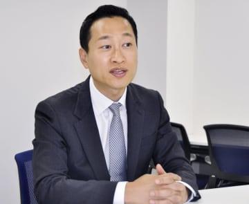 インタビューに応じるイーベイ日本法人のヘンリー・チュン代表