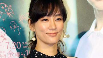 NHKの連続ドラマ「透明なゆりかご」の第1回試写会に登場した水川あさみさん