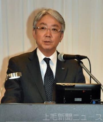 新中期経営計画について説明する中村社長=10日午後、東京都