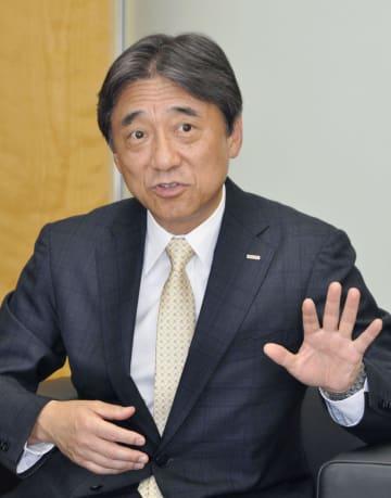 インタビューに応じるNTTドコモの吉沢和弘社長