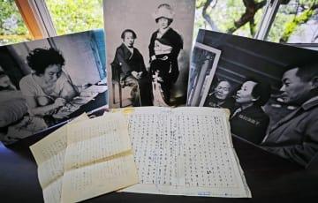 初公開された福田須磨子の生原稿や書簡、写真=県立長崎図書館