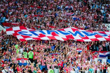 サッカーW杯の準決勝イングランド対クロアチア戦で、クロアチア人サポーターが掲げた「ありがとう ロシア」と書かれた横断幕=11日、モスクワ(タス=共同)