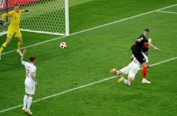 ペリシッチは左足を伸ばしてゴールを決めたが…… photo/Getty Images