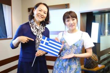 青木恵子さん(左)と、パーソナリティの高橋みなみ