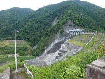 見学ラリーが開催される三保ダム(県内広域水道企業団提供)