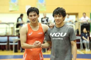 同じく代表を決めた兄・圭祐(左)と世界選手権での健闘を誓う