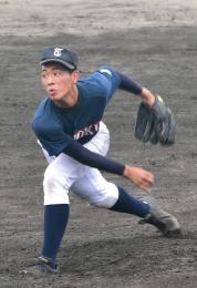 羽黒(山形)との練習試合で力投した中山=8日、仙台市泉区の東北高グラウンド