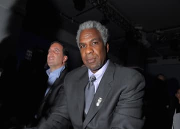 Charles Oakley Starts Twitter Feud with Charles Barkley