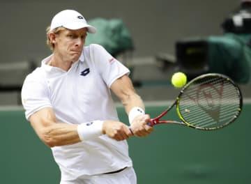 男子シングルス準決勝 ジョン・イスナーと対戦するケビン・アンダーソン=ウィンブルドン(共同)