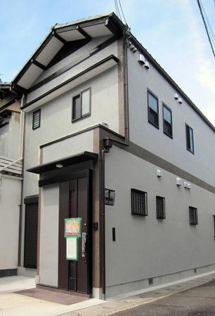 不動産業者が民泊と月単位の賃貸用を兼ねて活用する住宅(京都市山科区)