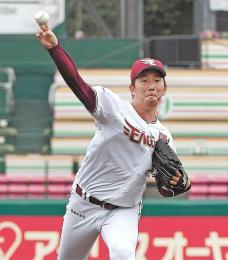 始球式をする東北楽天の今野投手