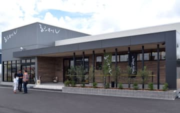 14日にオープンした農家レストランと農産物直売所(滋賀県甲賀市水口町北脇)