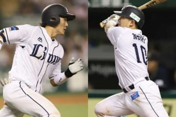 今季のオールスターMVPを受賞した西武・源田(左)、森【写真:荒川祐史】