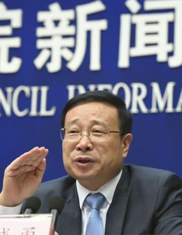 GDP速報値を発表する中国国家統計局の毛盛勇報道官=16日、北京(共同)