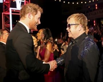 7月12日、英国のヘンリー王子(33)と歌手のエルトン・ジョンさん(71)が協力し、男性のエイズウイルス(HIV)感染の予防や治療に焦点を当てた活動を開始する。ジョンさんが設立した「エルトン・ジョン・エイズ基金」が発表した。写真は2015年11月撮影 - (2018年 ロイター/Paul Hackett)