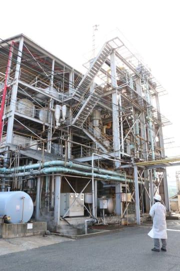 米ぬか油の製造を続けている工場=北九州市小倉北区、カネミ倉庫