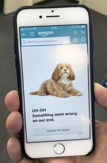 障害が起きていることを知らせる米アマゾン・コムのサイト画面=16日、ニューヨーク(共同)