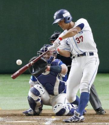 大阪ガス―信越ク 7回裏大阪ガス無死一、二塁、上西が3ランを放つ=東京ドーム