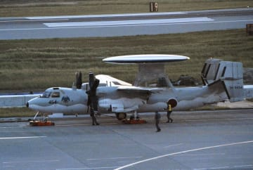 E-2C early warning airplane