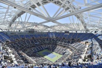 テニスの全米オープンのセンターコート、アーサー・アッシュ・スタジアム=2015年、ニューヨーク(共同)