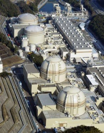 関西電力大飯原発の(手前から)4号機、3号機、2号機、1号機=福井県おおい町