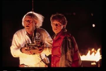 野外で『バック・トゥ・ザ・フューチャー』 - (C)1985 Universal Studios. All Rights Reserved.