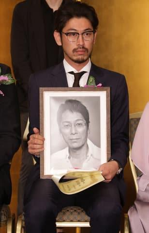 「第26回橋田賞」の授賞式に出席した故・大杉漣さんの息子の大杉隼平さん