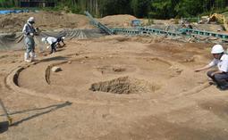 保存状態の良好な円形の竪穴住居跡=加古川市八幡町宗佐