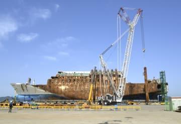 引き揚げられた旅客船セウォル号=5月、韓国・木浦(共同)