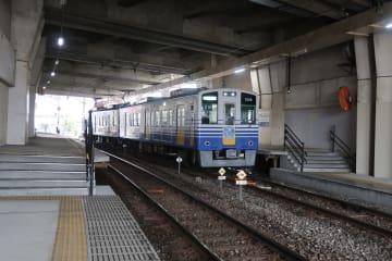 ホームの高さが途中で変わる福大前西福井駅
