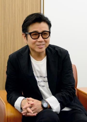 デビュー35周年を迎え「自分には歌しかない」と語る藤井フミヤ=熊本市中央区