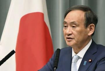顔:Japanese Chief Cabinet Secretary Suga in Tokyo in 2018, 2018042700424