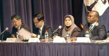 米商務省の公聴会で意見を述べる在米日本大使館の相川一俊特命全権公使(左端)ら=19日、ワシントン(共同)