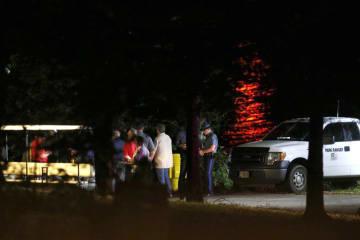 ボート事故が起きた米テーブルロック湖の現場付近で救助活動に当たる関係者ら=19日、ミズーリ州(Andrew Jansen/The Springfield News―Leader提供・AP=共同)