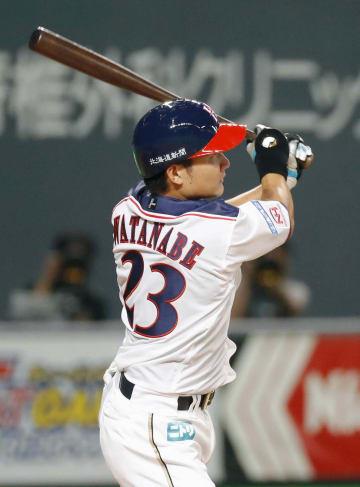 3回日本ハム2死一塁、渡辺が中越えに2打席連続本塁打となる2ランを放つ=札幌ドーム