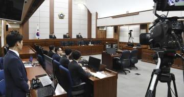 20日、ソウル中央地裁で開かれた朴槿恵前大統領の判決公判(聯合=共同)