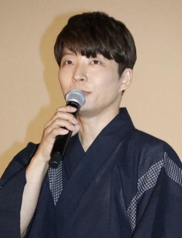 劇場版アニメ「未来のミライ」公開初日舞台あいさつに登場した星野源さん