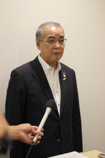 与党検討委で整備方式がフル規格かミニ新幹線に絞られ「一定の前進があった」と述べる中村知事=県庁