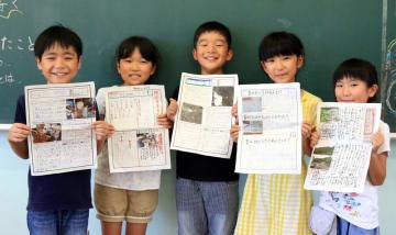 それぞれのテーマごとに新聞を完成させた子どもたち=長崎市横尾2丁目、市立横尾小