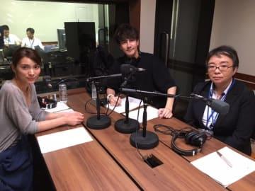 左からパーソナリティの秋元才加、JOY、滝澤依子さん