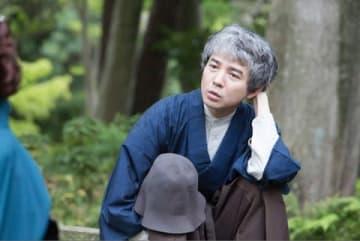 28日放送のスペシャルドラマ「悪魔が来りて笛を吹く」で主人公の金田一耕助を演じる吉岡秀隆さん (C)NHK