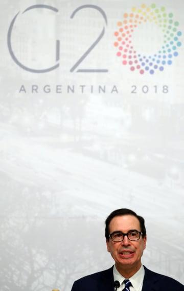 G20財務相・中央銀行総裁会議の閉幕後に記者会見するムニューシン米財務長官=22日、ブエノスアイレス(ロイター=共同)