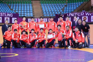 団体4位と躍進した男子フリースタイル・チーム=提供:UWWオフィシャルカメラマン・保高幸子