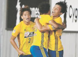 鳥栖-仙台 後半42分、決勝ゴールを決めて喜ぶ仙台・西村(右)(佐藤将史撮影)