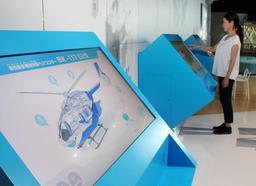 新設されたテクノラボコーナー。ヘリコプターなどの特徴をタッチパネルで見ることができる=神戸市中央区波止場町、カワサキワールド