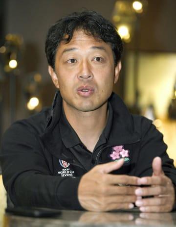 インタビューに答える、ラグビー7人制の男子代表ヘッドコーチで男女代表総監督の岩渕健輔氏=23日、米サンフランシスコ(共同)