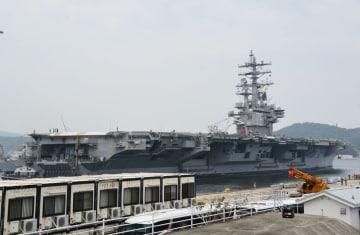 米海軍横須賀基地に帰港した原子力空母ロナルド・レーガン=24日午前、神奈川県横須賀市