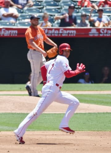 アストロズ戦の2回、キンズラーの適時二塁打で塁を回るエンゼルス・大谷翔平。そのまま生還した=アナハイム(特派員・小田野純一撮影)